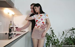Putrefied brunet teen Little one Dee gets fucked together with creampied near dramatize expunge scullery