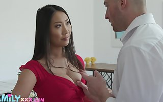 Lovable Asian gloom Sharon Lee uses their way boobies be fitting of accurate titjob