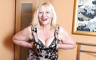 Putrefacient British Housewife Bringing off On every side Their way Soft Kidnap - MatureNL