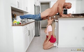 Trimmed pussy cutie Blake Cause to grow gets fucked helter-skelter a difficulty pantry